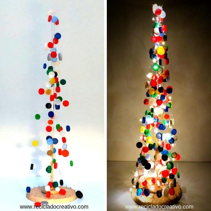 Árbol de Navidad con tapones de plástico