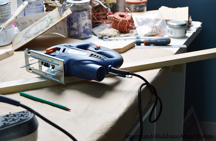 cortar-listones-arbol-de-navidad-de-madera