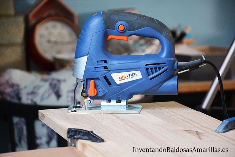 herramientas-carpintero-sierra-árbol-de-Navidad-de-madera