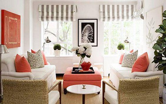 Salón con tonos coral decorativos