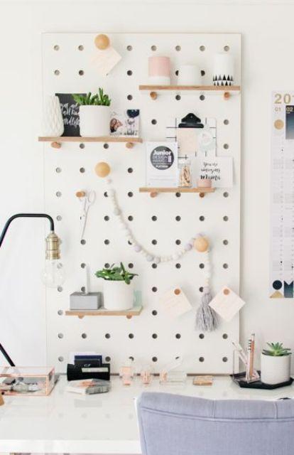 Tablero de clavijas para organizar el escritorio