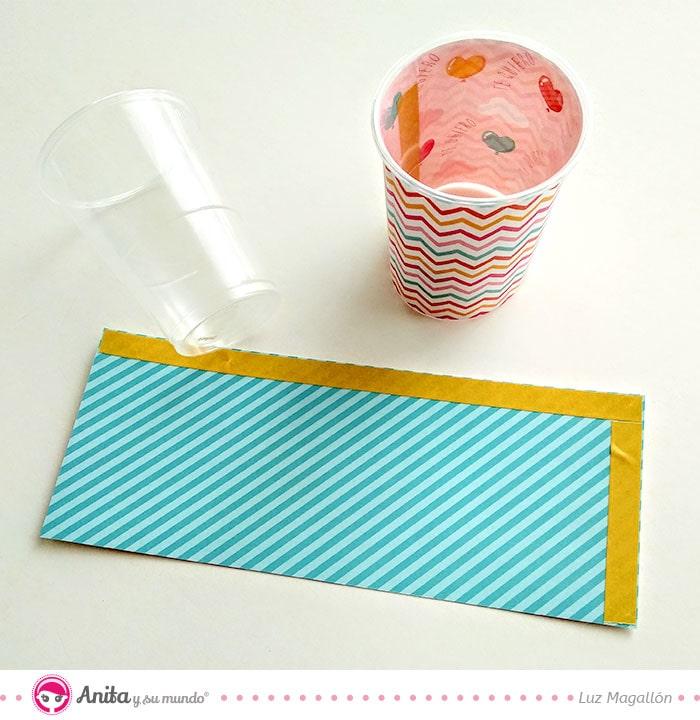 forrar vasos con papel estampado