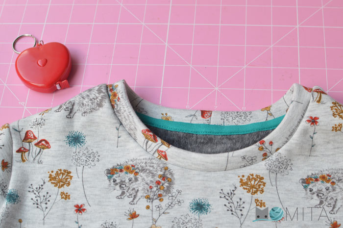 Cómo poner cinta de limpieza en una prenda