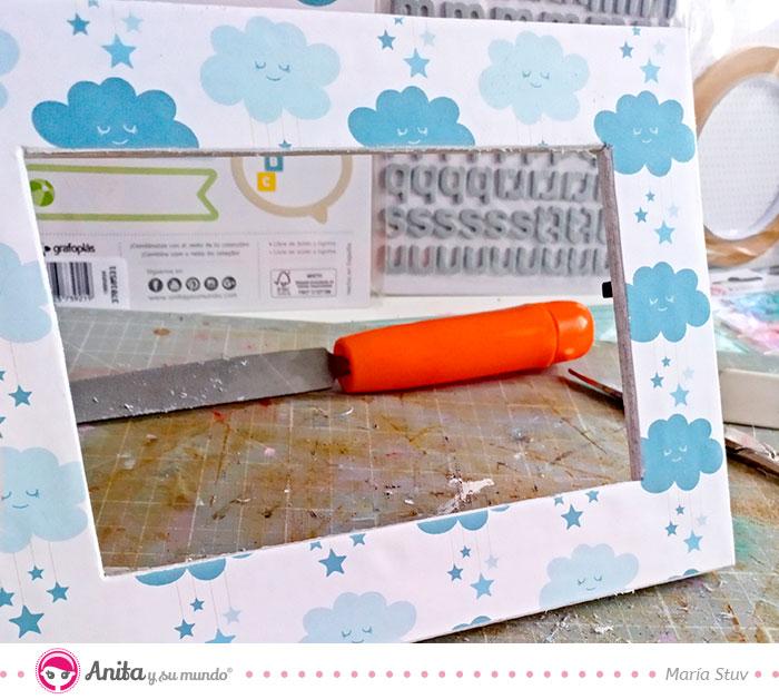 cómo personalizar un portafotos infantil con papeles estampados