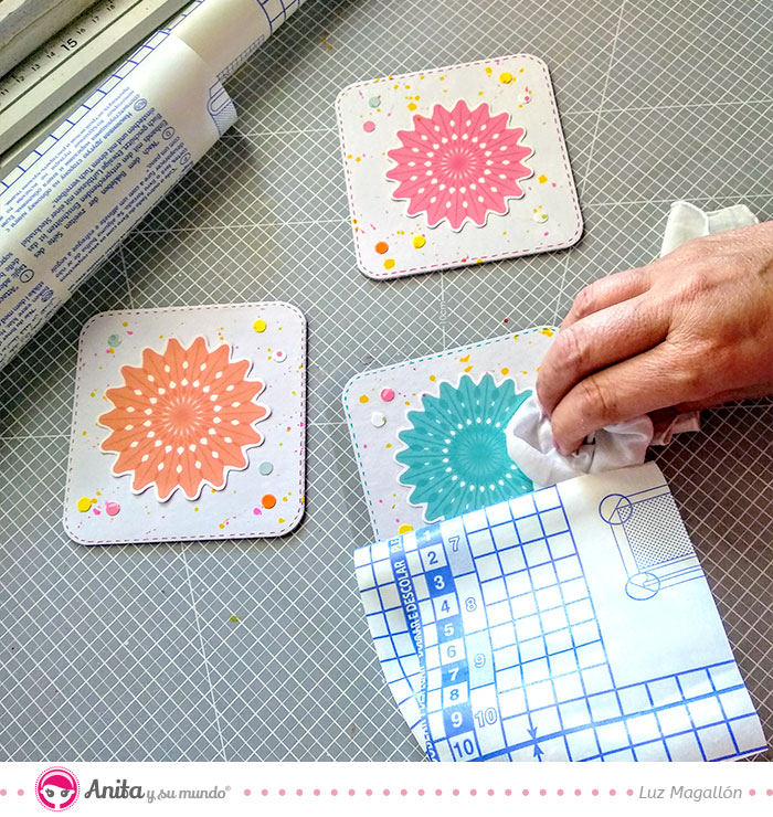 cómo hacer posavasos con cartón y papel
