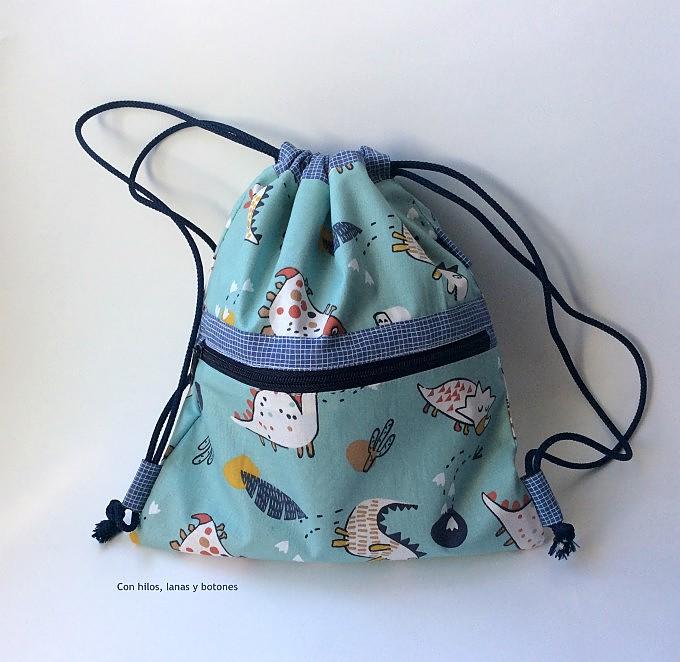 Con hilos, lanas y botones: Mochila de tela con bolsillo prehistórica