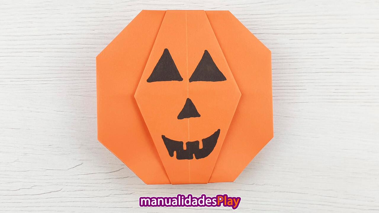 Calabaza de papel para Halloween realizada plegano papel