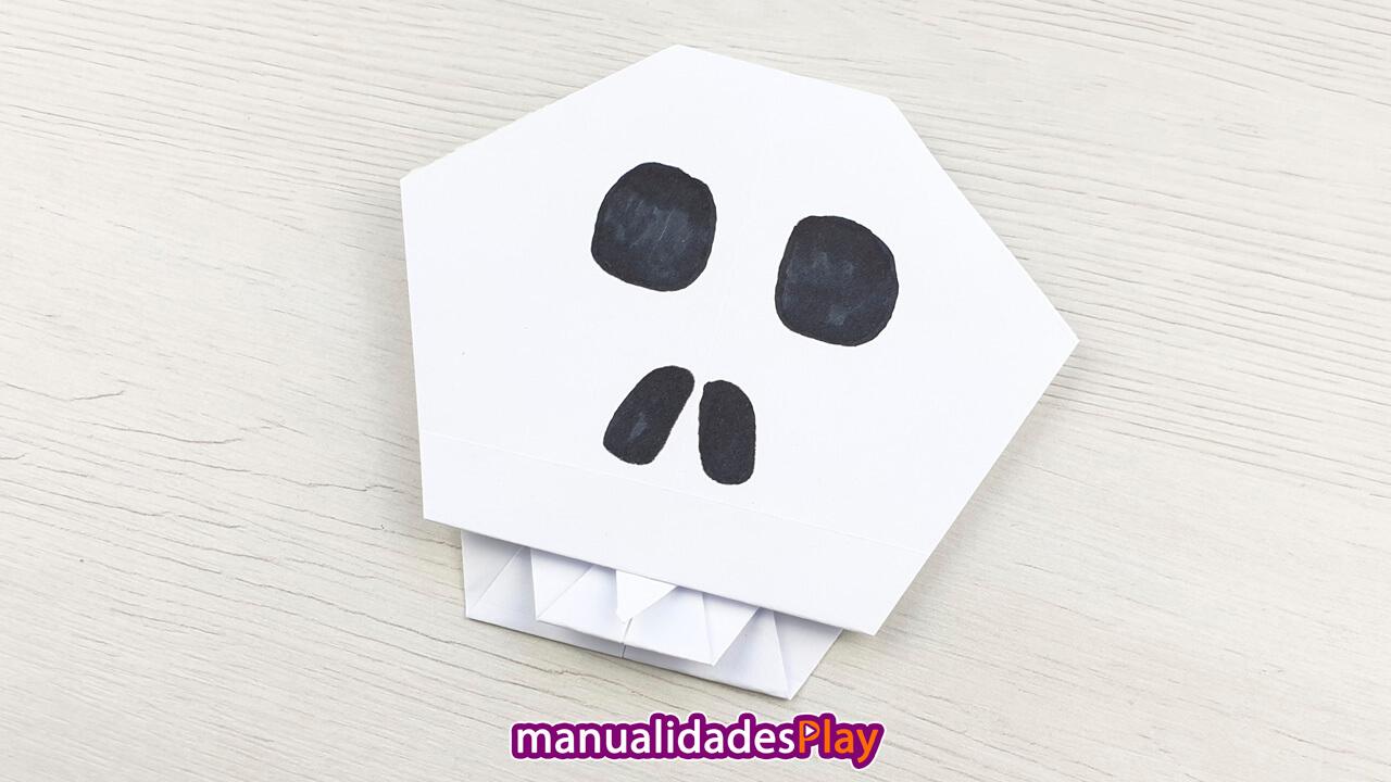Calavera de papel para Halloween realizada plegano papel