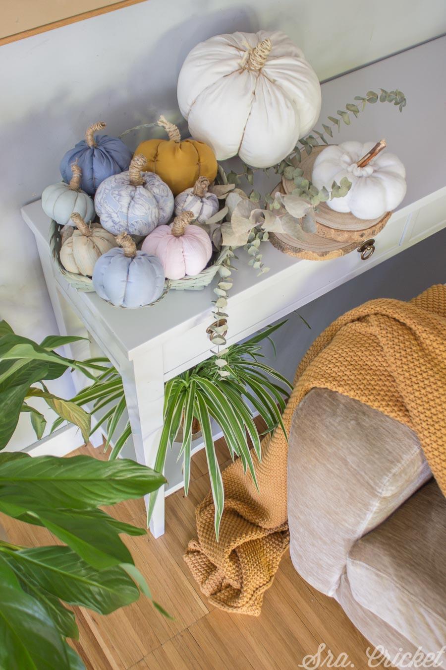 decorar con calabazas de tela hechas a mano