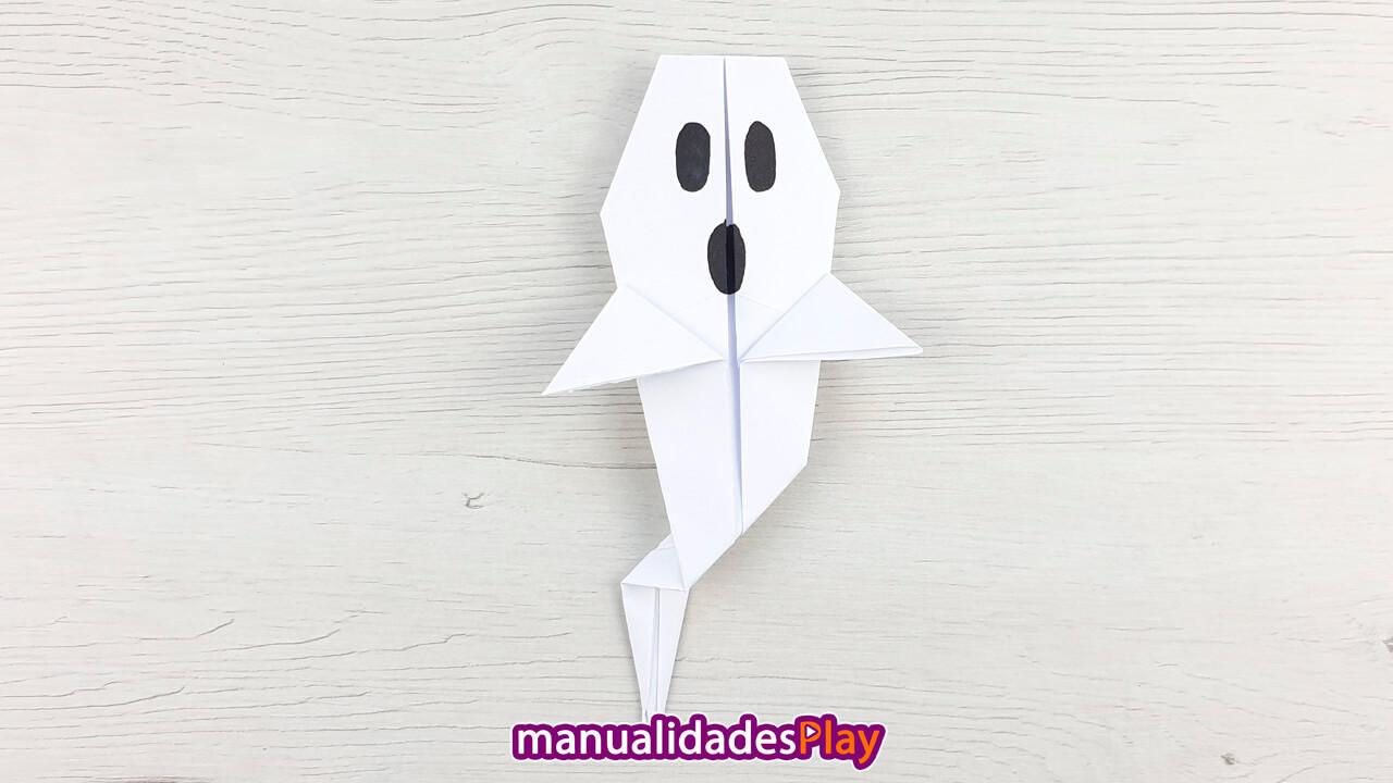 Fantasma de papel para Halloween realizado por Manualidades Play