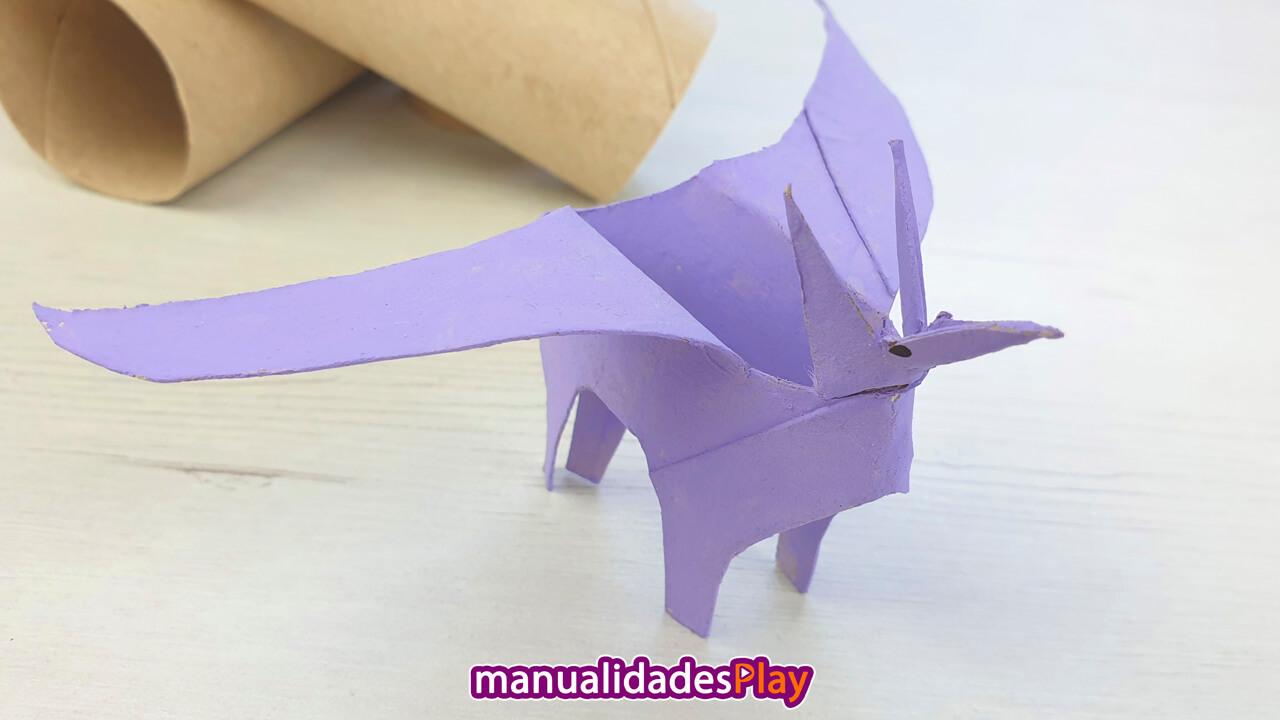 Pterodactylus realizado con reciclaje de tubos de cartón