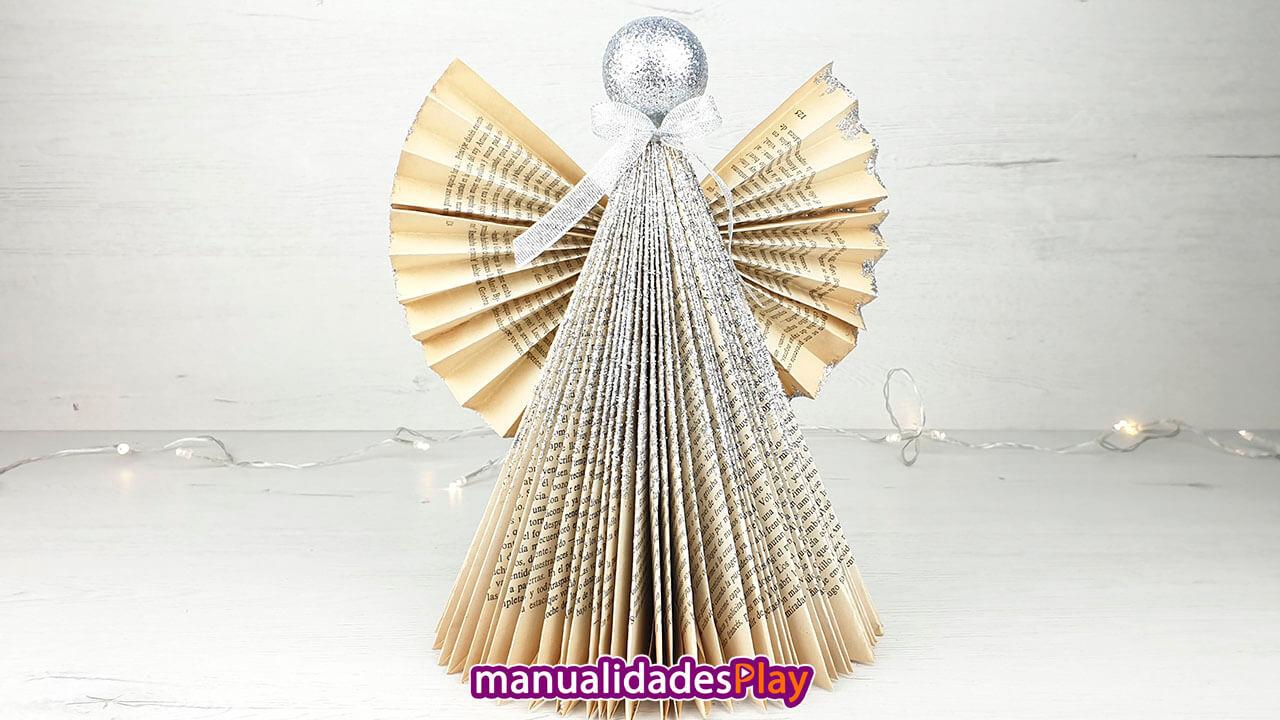 Ángel de Navidad realizado con manualidad de reciclaje