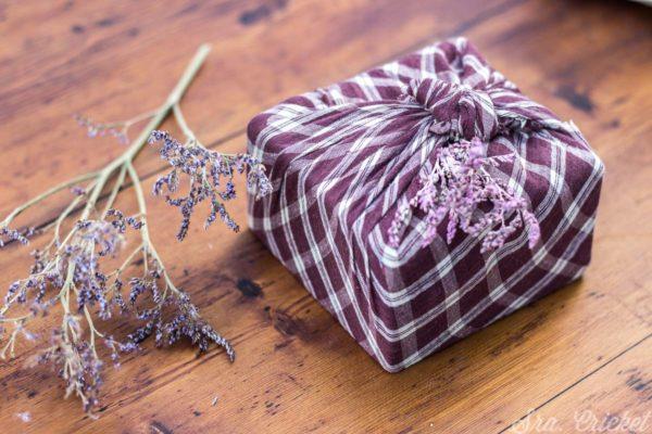 envolver regalos con telas