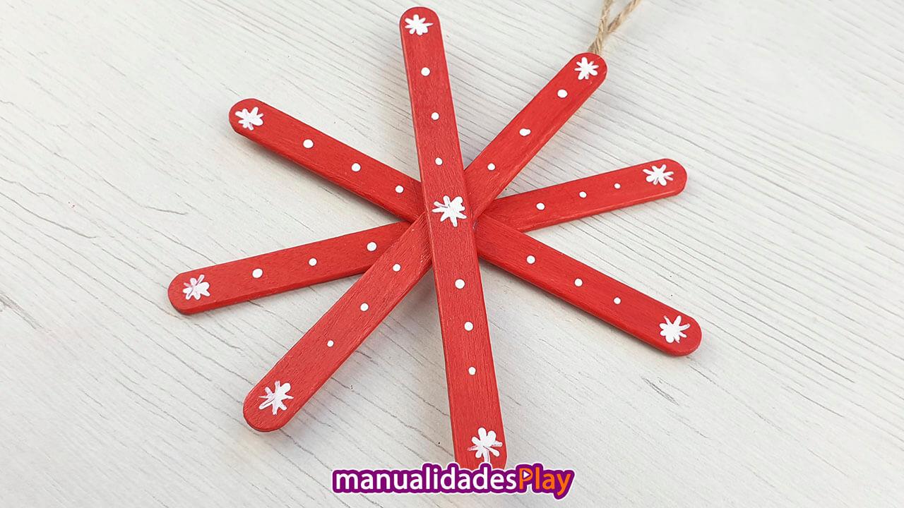 Estrella realizada con palitos de helado