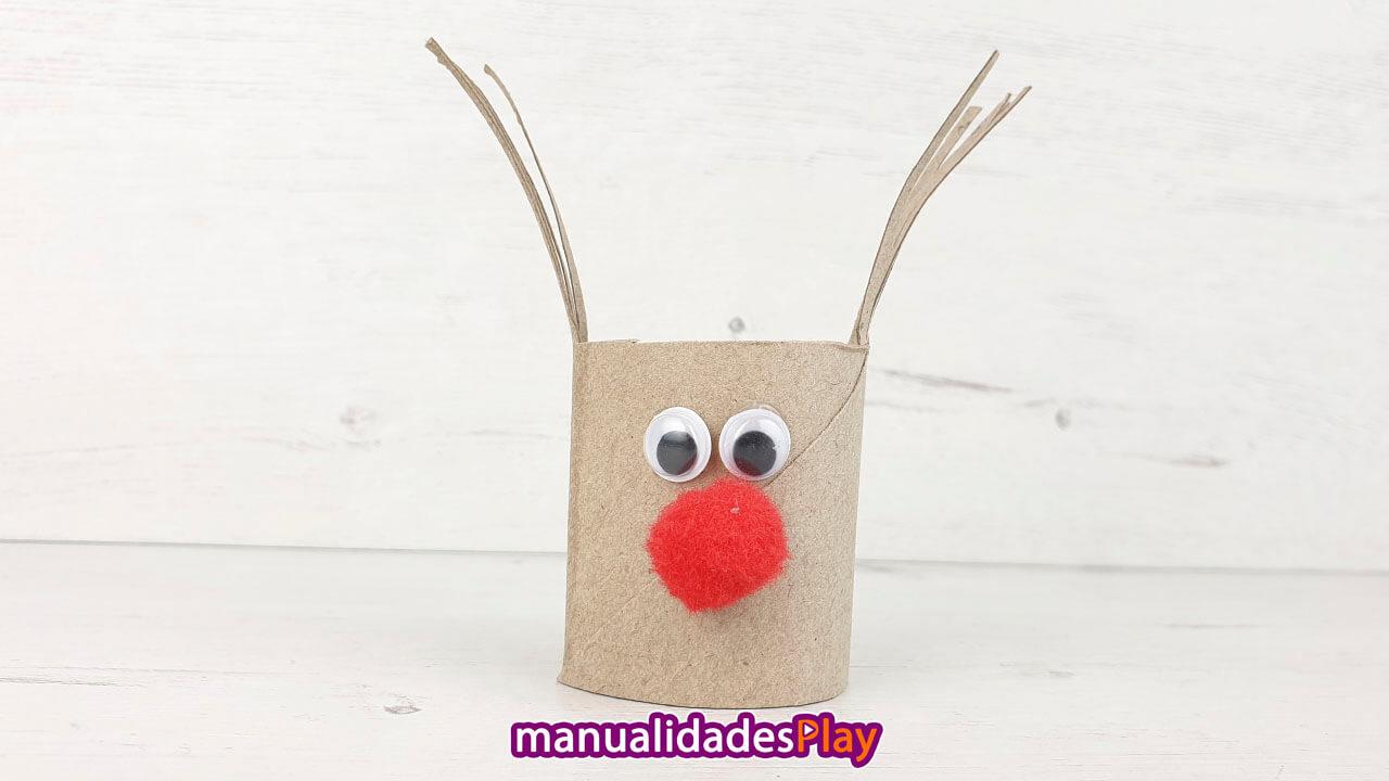 Reno con tubo de cartón para Navidad