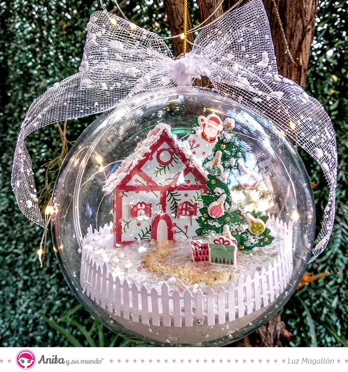 bola de navidad con puffy stickers y papeles de scrapbooking