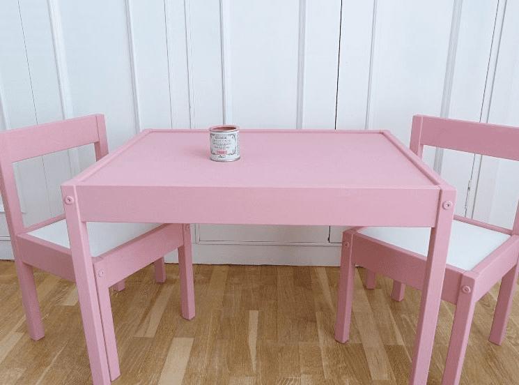 Mesa y sillas niños restauradas