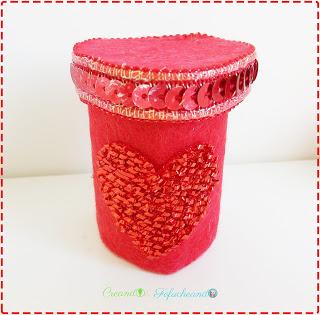 caja-tubo-de-cartón-2-regalos-para-san-valentin-con-diferentes-materiales-reciclados-en-5-minutos-creando-y-fofucheando