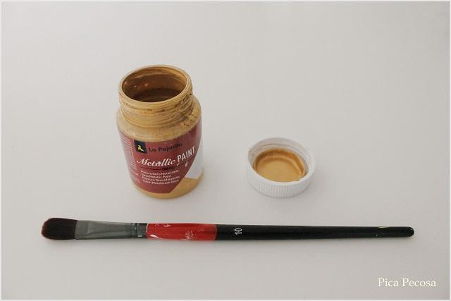 macetas-diy-botes-reciclados-soporte-palillos-comida-china-palo-brocheta-material-pintura-acrilica-dorada