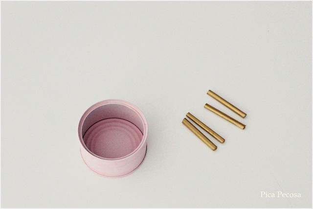 macetas-diy-botes-reciclados-soporte-palillos-comida-china-palo-brocheta-paso-3-pegar-palos