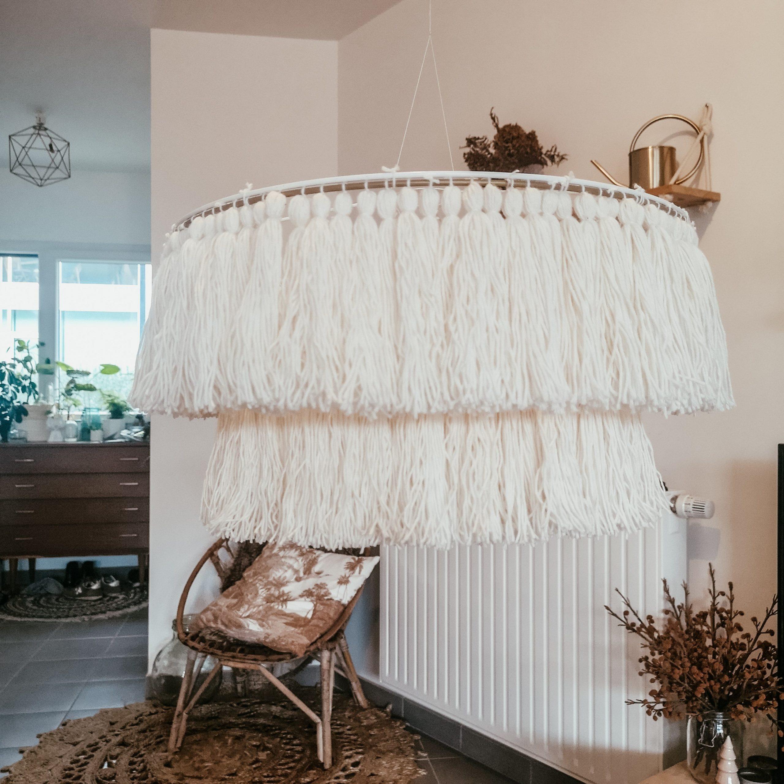 5_DIY_dar_toque_primaveral_hogar_lámpara_macramé-11