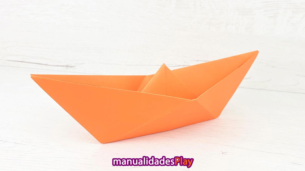 Barco de papel fácil de hacer que flota en el agua