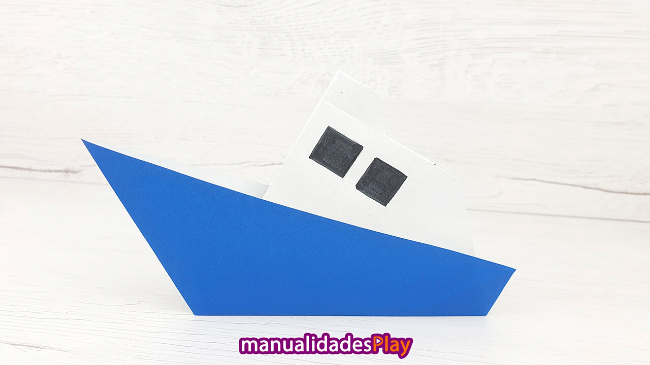 Yate de papel realizado con el tutorial de Manualidades Play