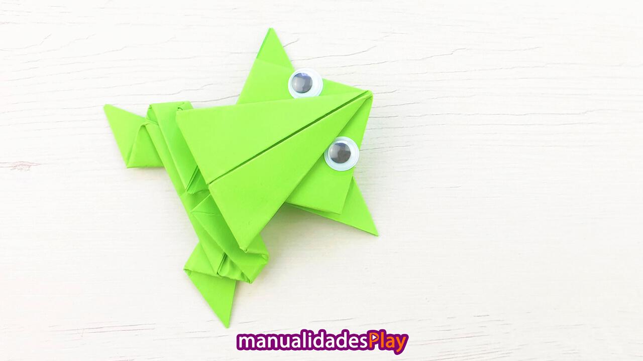 Rana saltarina realizada con origami y una sola hoja de papel