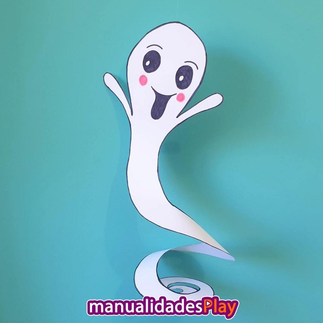 Fantasma de papel fácil de hacer colgando de la pared