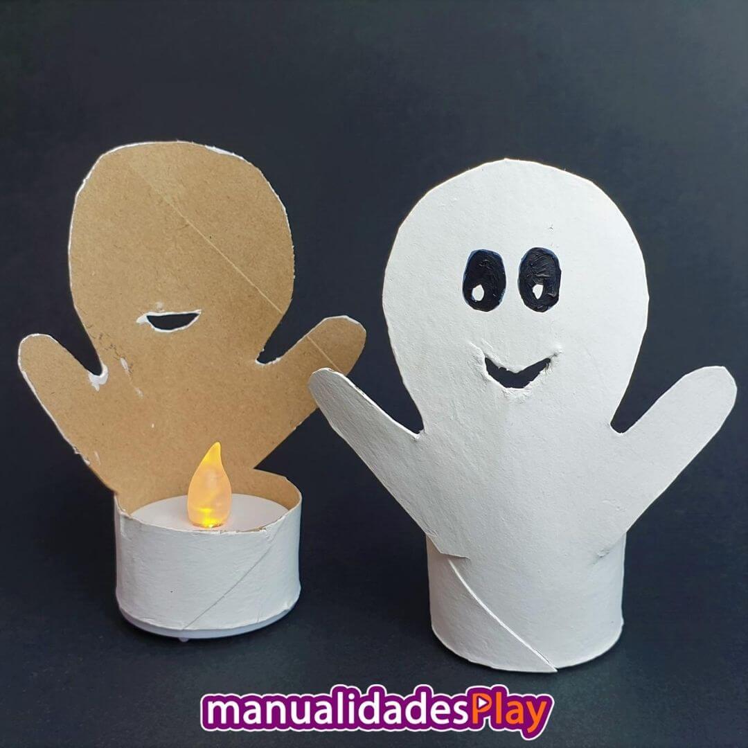 Fantasma realizado con manualidad de reciclaje con tubo de cartón