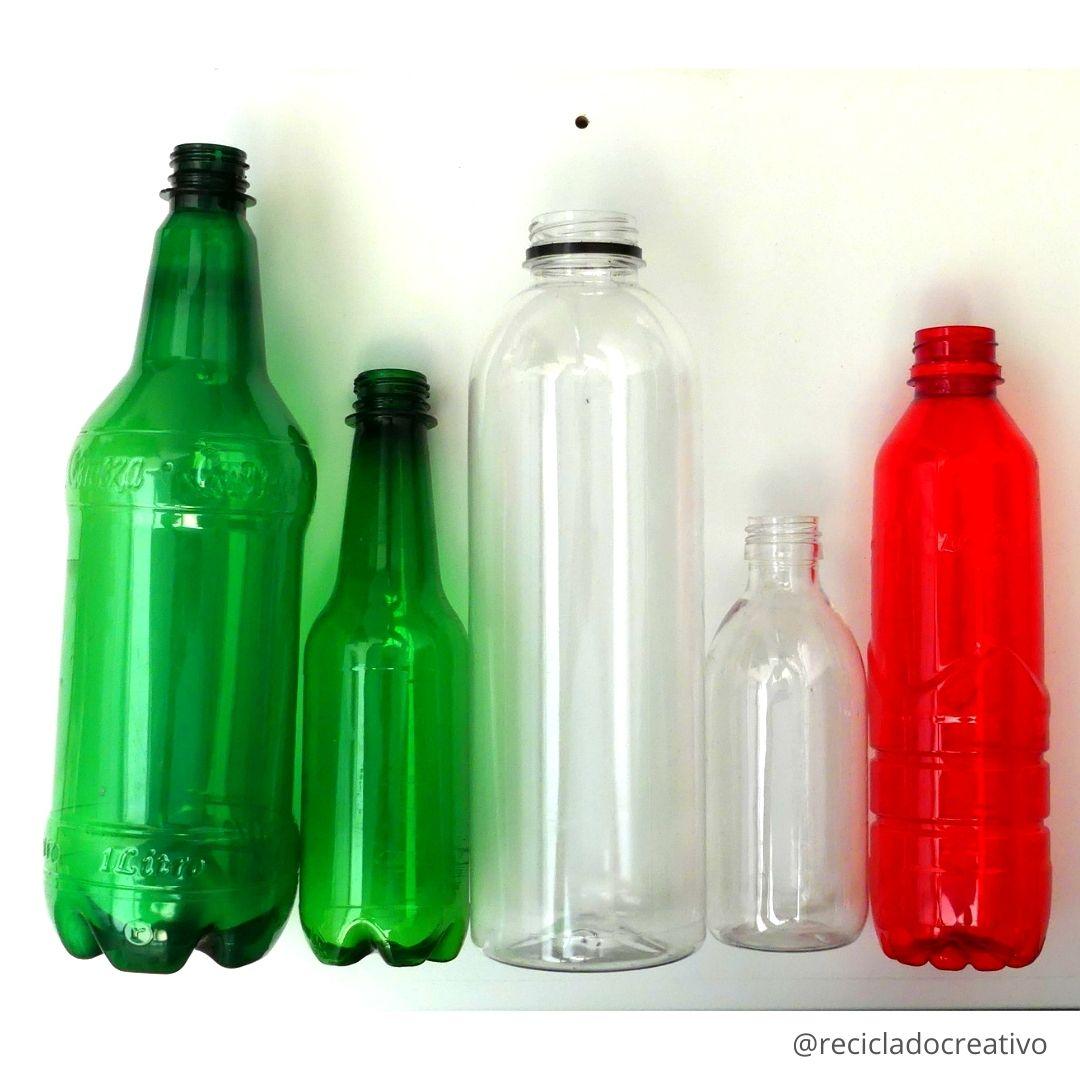 Flores reciclando botellas de plástico