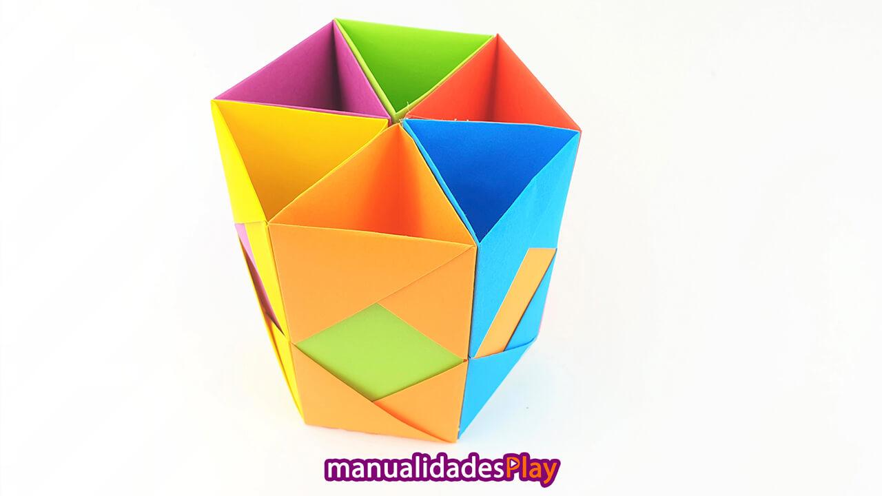 Portalápices de papel visto desde la parte superior