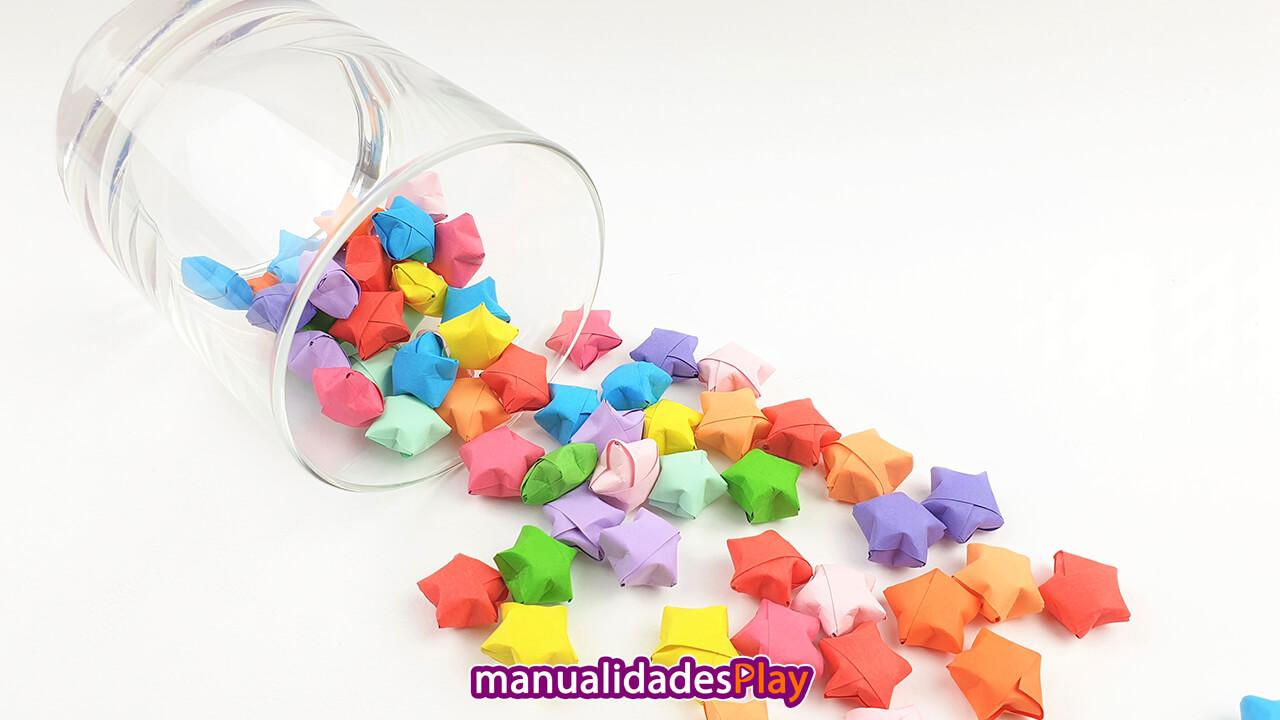 Estrellitas de papel infladas de colores