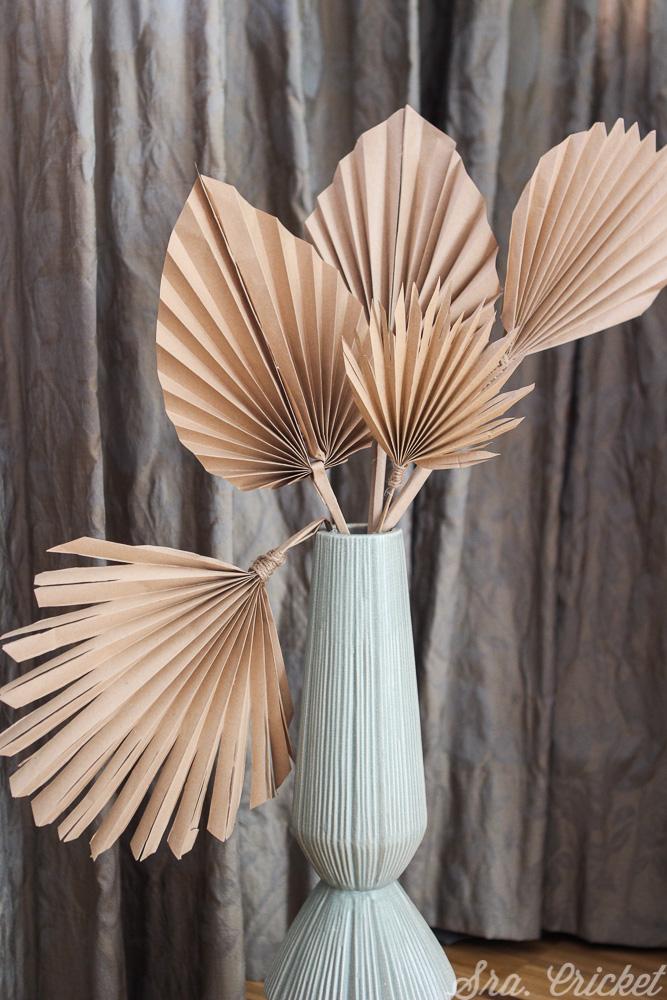 decoracion con hojas de palma de papel