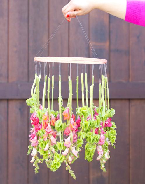 5_DIY_crear_detalles_con_flores_corona_colgante_decoración_interiores_hogar-09