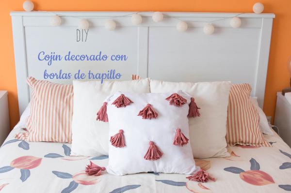 DIY-cojin-borlas-trapillo