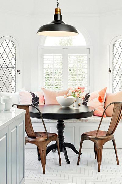 Rincón de desayuno junto a la ventana
