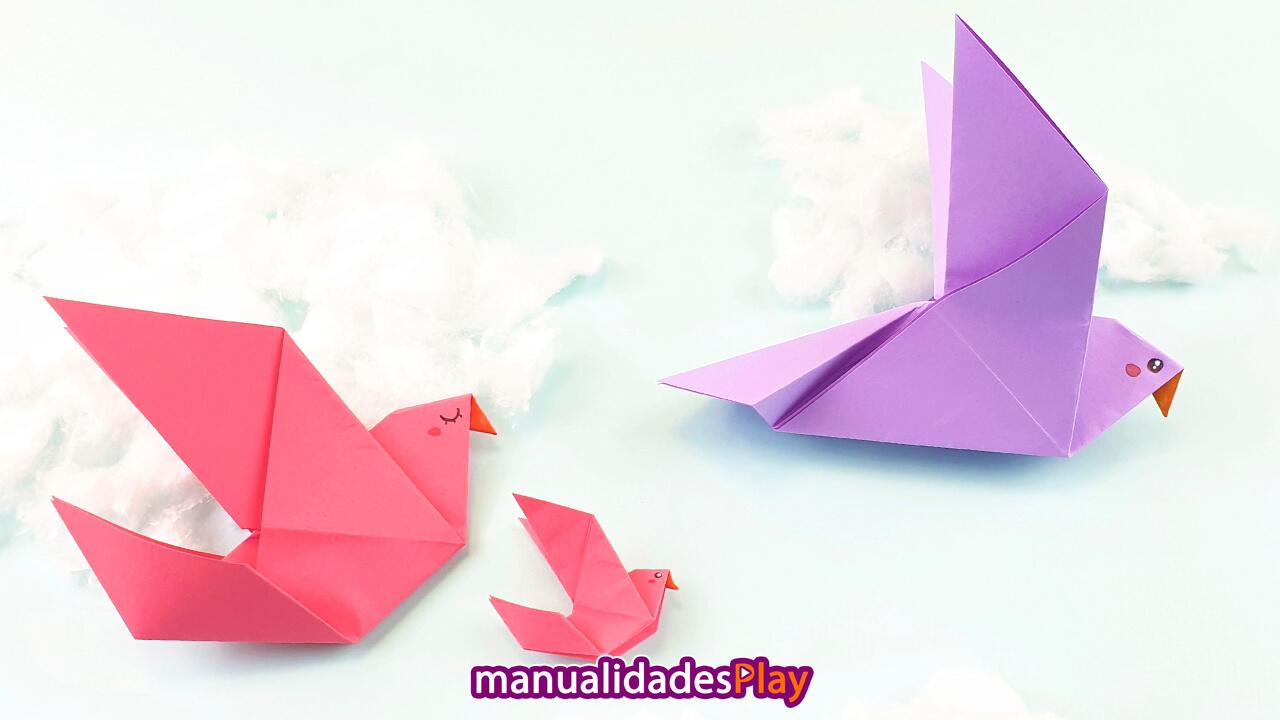 Paloma de papel papa, paloma de papel mama y pequeña paloma de papel bebe volando