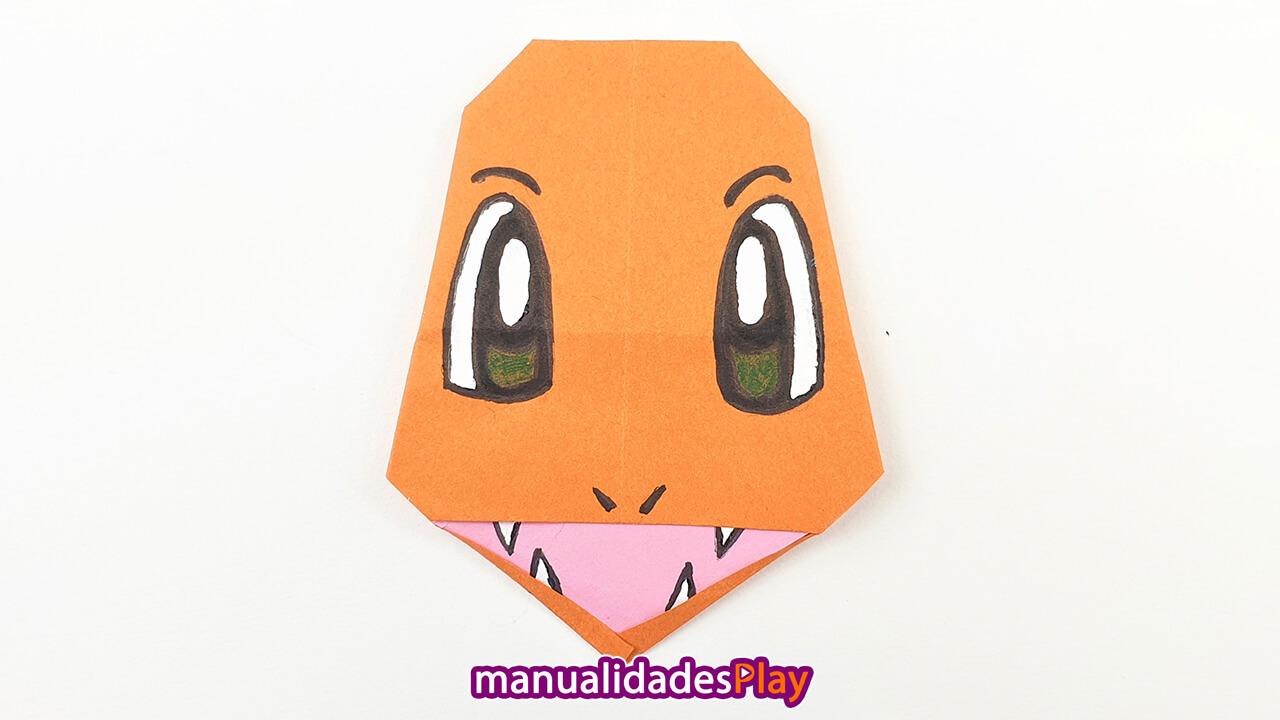 Cara de pokemon charmander de origami realizado con hoja de papel naranaja
