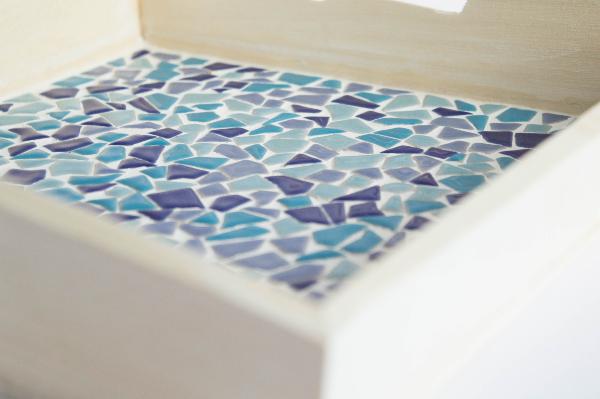 diy-bandeja-madera-mosaico-teselas