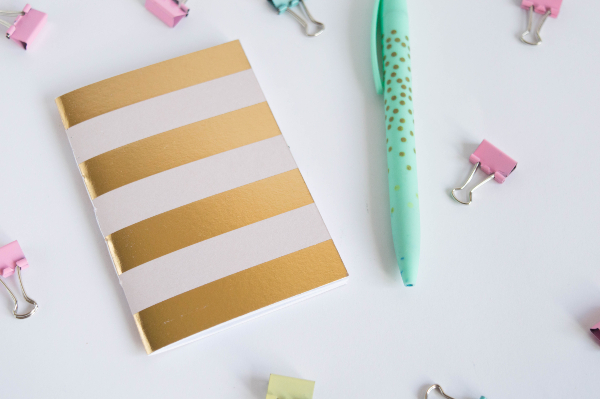 diy-minilibreta-papel-reciclado