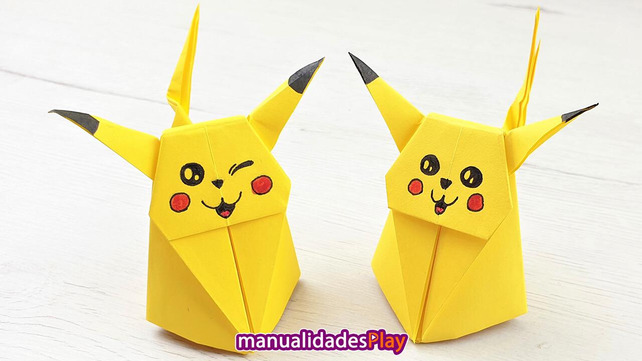Dos picachu de origami en tres dimensiones realizado con hoja de papel amarilla