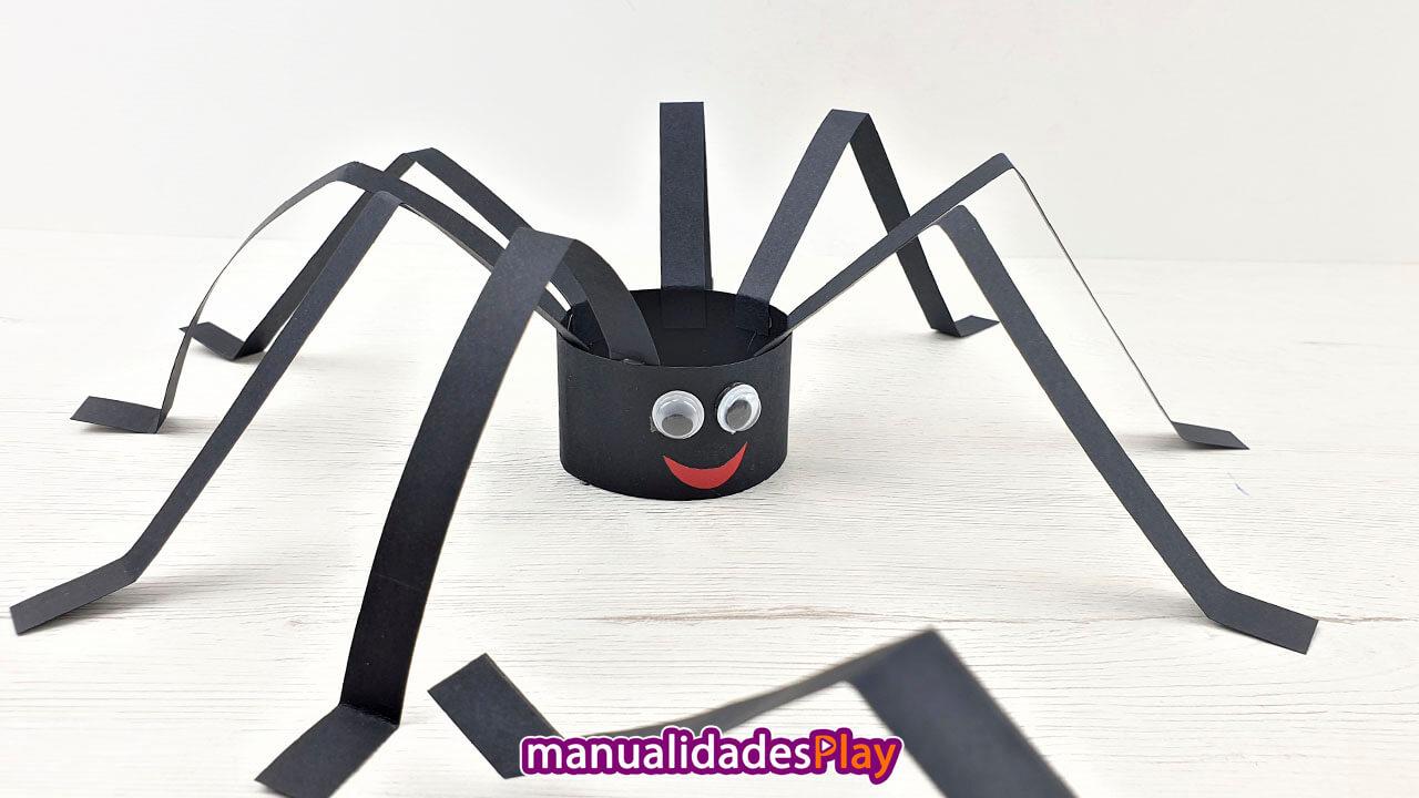 Araña de cartulina para halloween fácil
